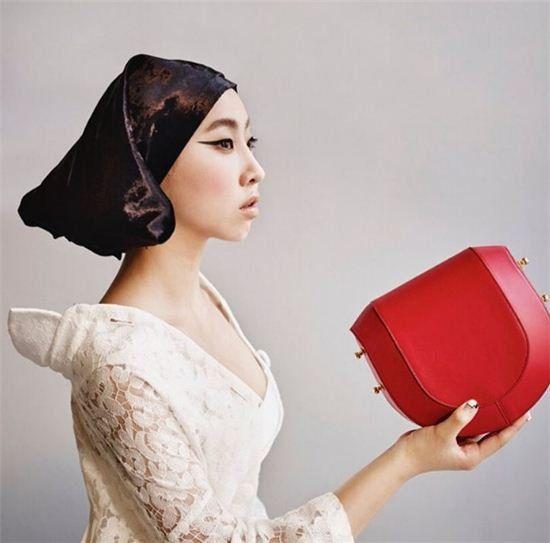 【160802】孔敏智變身史嘉蕾喬韓森 以名牌包代替蘋果