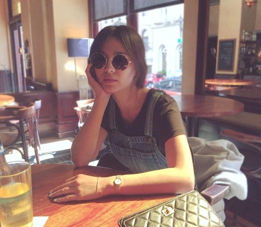 【160718】宋慧乔晒度假照片 戴圆框墨镜散发独特迷人气质