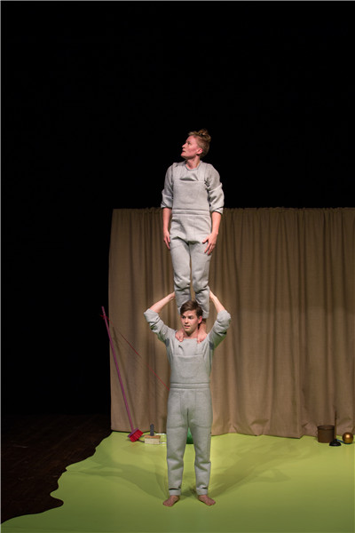 瑞典逗趣儿童杂技剧《平衡好好玩》