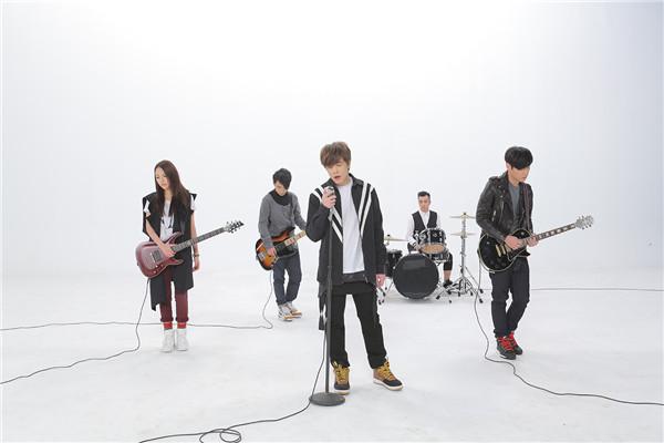99乐团《我是她的了》浓情发声 MV阐述内心情感纠葛