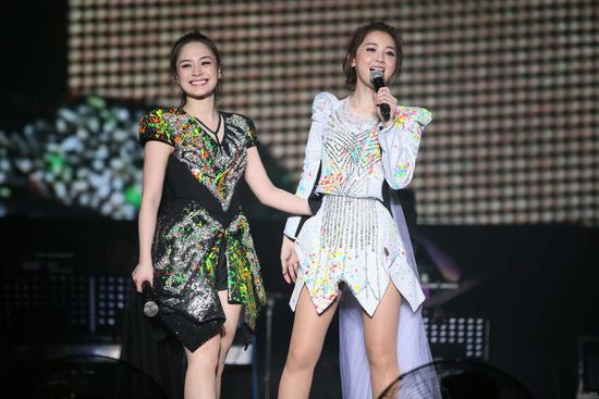 TWINS LOL世界巡回演唱会9月24日上海开唱