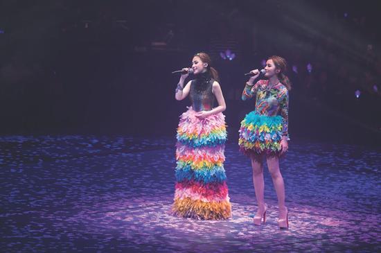 Twins上海演唱会倒计时 30米吊环惊险互动