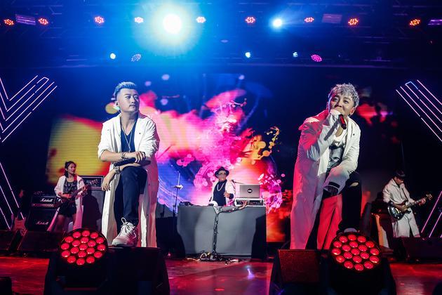 耀乐团演唱会在京举行 圈内好友齐助阵