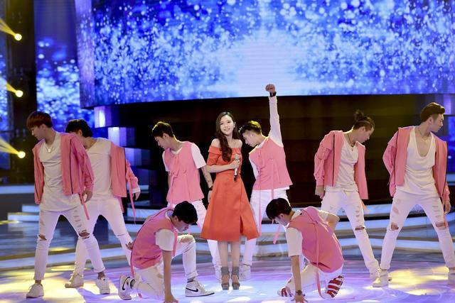 刘美麟山东卫视秋晚 献唱《我的未来不是梦》