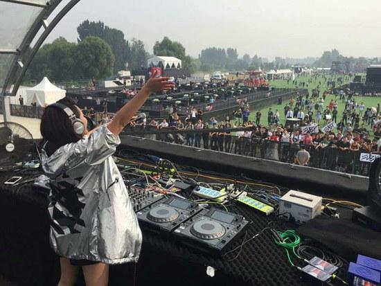 亚洲原创女DJ首屈一指!Suby震撼开场风暴电音节
