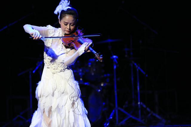 杨明毅北京演唱会落帷幕 豫语民谣唱醉歌迷