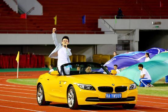 丁克森助阵浙超联赛开幕式献唱主题曲