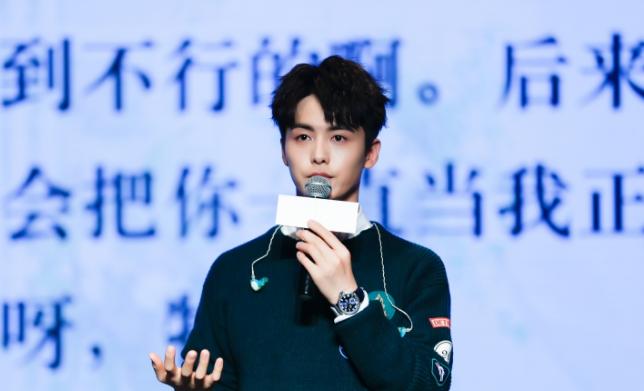 """马天宇发新EP《手花》:不想搞大!现场遭五岁小粉丝""""强吻""""?"""