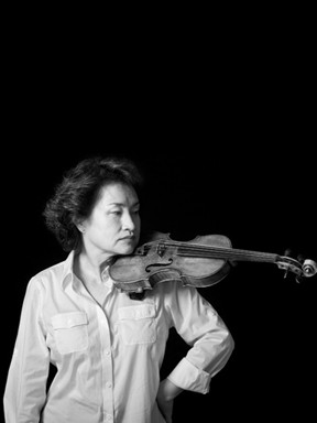 郑京和演绎全本巴赫无伴奏小提琴组曲与帕蒂塔组曲