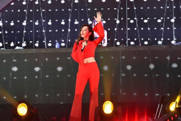 张靓颖领衔众国际音乐人 电音节热力献唱