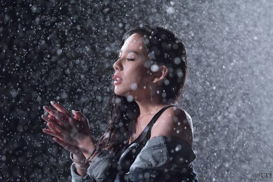 王诗安《HOME Remix》MV上线 薛仕凌泪洒片场