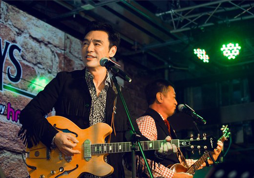 钟镇涛组建乐队香港开唱 致敬披头士群星力挺