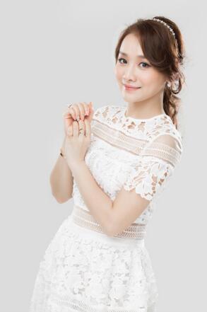 李小薇突破发声 新歌《爱自己多一点》即将发布