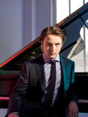 丹尼尔•特里福诺夫钢琴独奏音乐会(深圳音乐厅十周年演出季)
