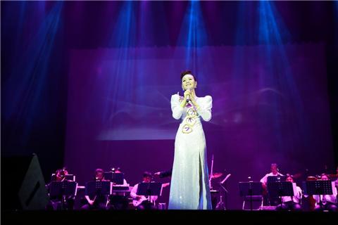 【万有音乐系】《月亮代表我的心》邓丽君金曲杨洁2018巡回演唱会-东莞站