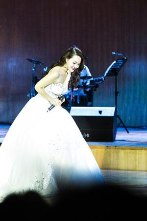 思念到如今!《月亮代表我的心》邓丽君金曲杨洁2018巡演广州、成都站圆满落幕