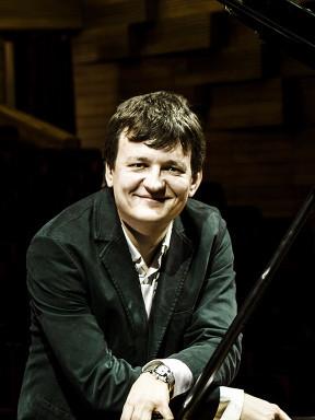 俄罗斯钢琴家亚历山大•拉科夫列夫独奏音乐会