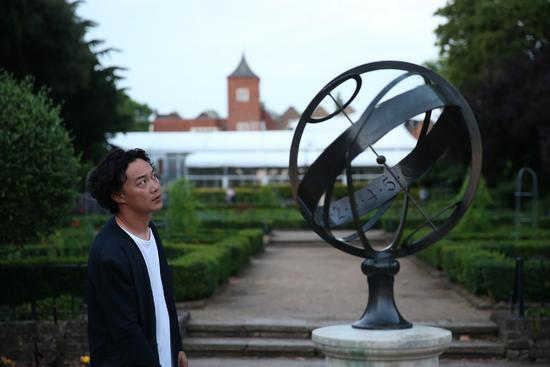 陈奕迅《谁来剪月光》MV上线 伦敦取景演绎浪漫爱情