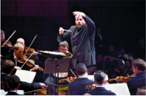 维也纳爱乐团指挥爱中国美食一口气吃4个菠萝包
