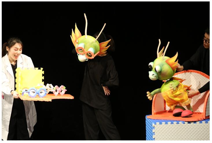 童话大王郑渊洁启蒙偶戏绘  《十二生肖之欢乐生日会》