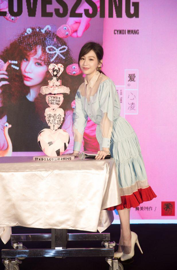 王心凌CYNDILOVES2SING 爱。心凌巡演发布会在京举行,首站成都近期预售