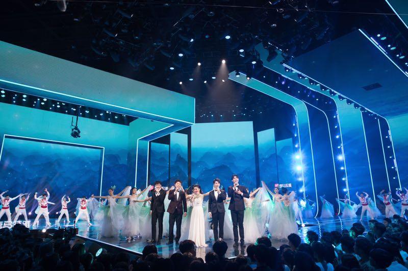 声入人心成员高杨,参加湖南卫视五四百年文艺晚会,献压轴表演