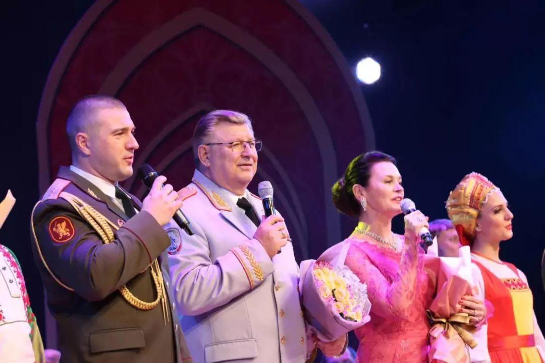 暢聽火紅之音:莫斯科郊外的晚上--俄羅斯紅軍歌舞團大型交響歌舞晚會
