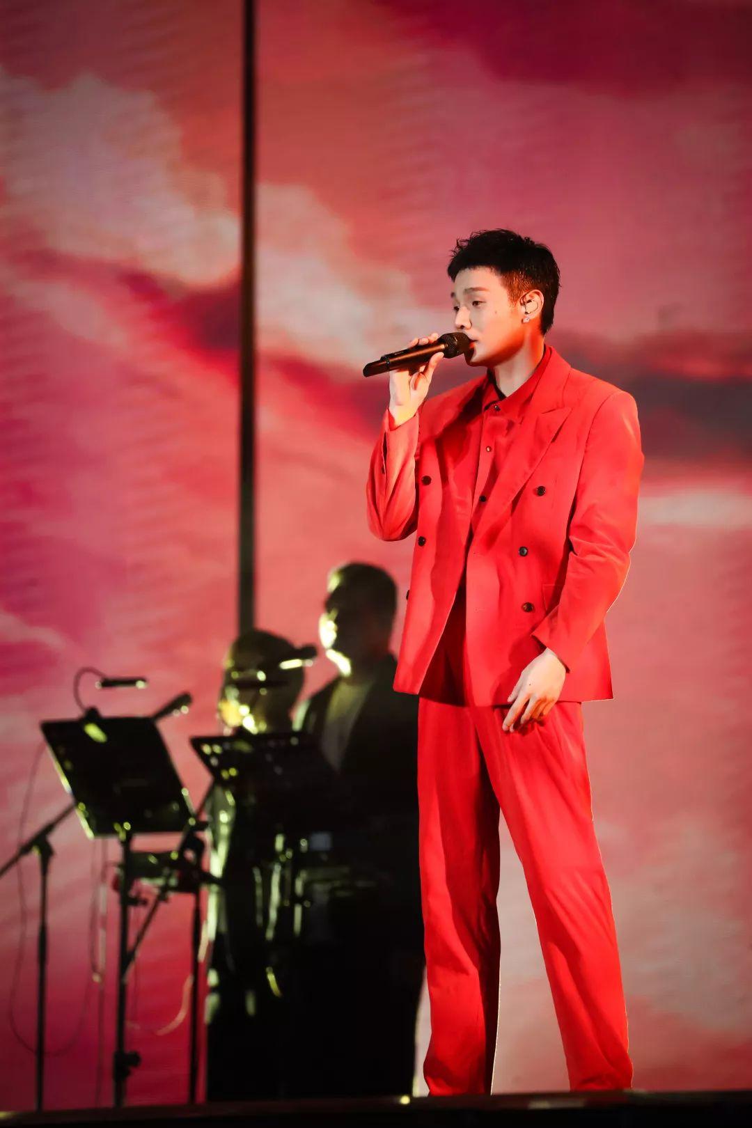 来了来了!李荣浩[年少有为]6月南京开唱,门票定于4月16日10:30正式预售!