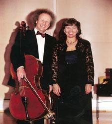 冰岛钢琴家塞马·古玛多与大提琴家克瓦楠·古纳