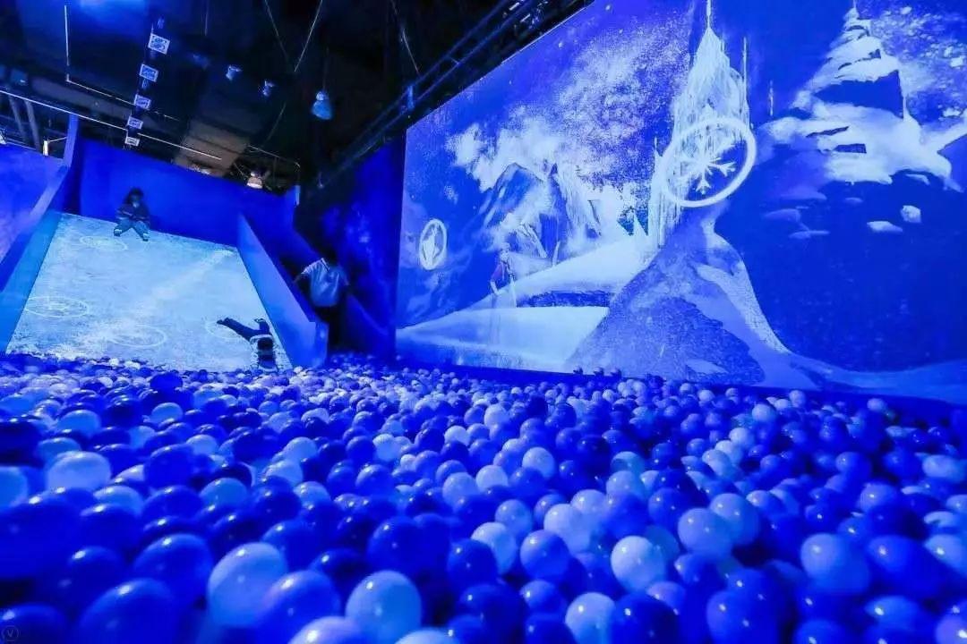 迪士尼开了个冰雪奇缘梦幻特展,1:1场景还原,100%电影特效.....